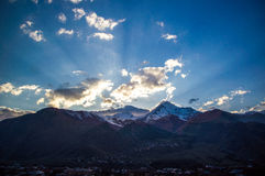 Härliga Kaukasus berg, Georgia Royaltyfri Fotografi