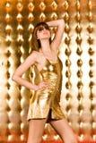 härliga klänningexponeringsglas kortsluter kvinnan arkivfoto