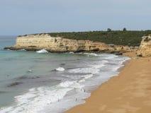 Härliga klippor av Algarve, i söderna av Portugal Royaltyfri Bild