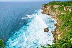 Härliga klippor i Bali Arkivbilder