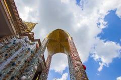 Härliga konster och arkitektur på den huvudsakliga pagoden av Wat Pha Sorn KaewWat Phra Thart Pha Kaewin Khao Kho, Phetchabun, no Royaltyfria Bilder