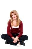 härliga korsade flickaben som sitter teen white Arkivfoto