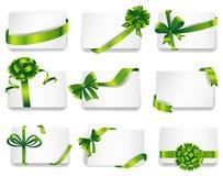 Härliga kort med gröna gåvapilbågar Fotografering för Bildbyråer