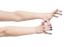 Härliga kvinnahänder når ut isolerat arkivfoto