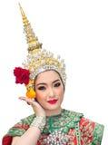 Härliga kvinnor för Khon show och traditionell dräkt Arkivfoto