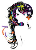 Härliga kvinnor för långt hår för frisyrstudio Arkivfoton