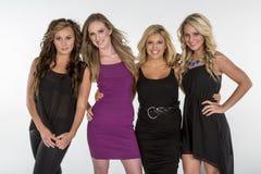 4 härliga kvinnor poserar tillsammans Royaltyfria Bilder