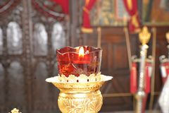 Härliga kyrkliga stearinljus royaltyfri fotografi