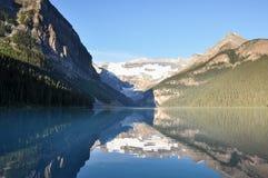 Härliga Lake Louise med alla är det renhet, Alberta, Kanada Arkivbilder