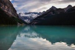 Härliga Lake Louise sammanlagt är det renhet, Alberta, Kanada Arkivfoton