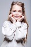 Härliga leenden för tonårs- flicka Fotografering för Bildbyråer