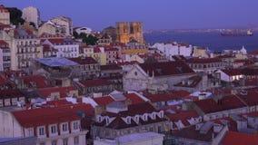 Härliga Lissabon i aftonen - flyg- sikt - LISSABON/PORTUGAL - JUNI 14, 2017 lager videofilmer
