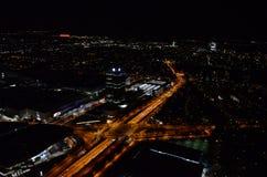 Härliga ljus och ljusa gator av Munich under nattetid Royaltyfri Bild