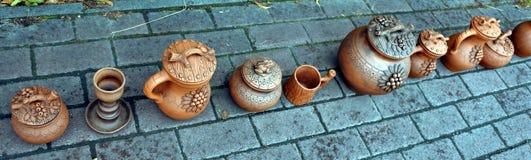 Härliga ljusa bruna keramiska handgjorda arbeten Royaltyfria Bilder