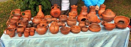 Härliga ljusa bruna keramiska handgjorda arbeten Arkivfoton