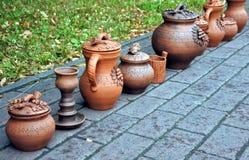 Härliga ljusa bruna keramiska handgjorda arbeten Arkivbilder