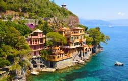Härliga lyxiga hem i Portofino skäller, Italien Royaltyfri Foto