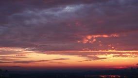 Härliga moln på gryning, timelapse lager videofilmer