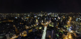 Härliga nattljus av Tennoji område som tas från flyg- sikt Arkivbild