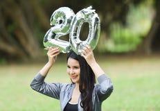 Härliga naturlig grön vård- härlig kvinna för flickor 20 Royaltyfri Bild