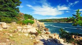 Härliga nedgångfärger av Acadia, Maine Flyg- sikt från helicop Royaltyfria Bilder