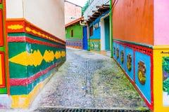 Härliga och färgrika gator i Guatape Arkivfoto