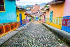 Härliga och färgrika gator i Guatape Arkivbilder