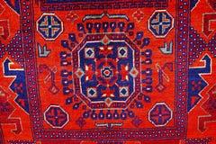 Härliga orientaliska handgjorda mattor för färgrik tappning Royaltyfria Foton
