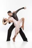 Härliga par i den aktiva balsaldansen Royaltyfri Foto