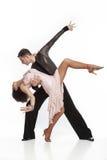Härliga par i den aktiva balsaldansen Arkivfoto