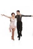 Härliga par i den aktiva balsaldansen Fotografering för Bildbyråer