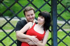 Härliga par i park Royaltyfri Fotografi