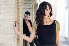 Härliga par, modeller av mode, bärande spanjorkläder royaltyfria foton
