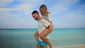 Härliga par under sommarferier lager videofilmer