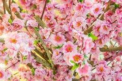 Härliga plast-blommor Arkivfoton