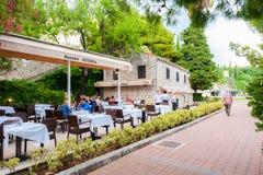 Härliga platser och sikt i en liten kuststad Mlini, bredvid Dubrovnik arkivbilder