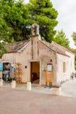 Härliga platser och sikt i en liten kuststad Mlini, bredvid Dubrovnik kyrkligt gammalt mycket Arkivfoto