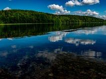 Härliga reflexioner i vattnet Royaltyfria Foton