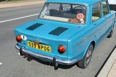 Härliga Retro blåa bilSimca 1000 bakre sikt royaltyfria bilder