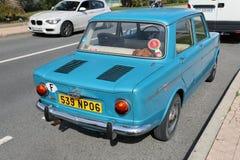 Härliga Retro blåa bilSimca 1000 bakre sikt royaltyfri bild