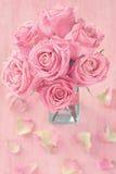 Härliga rosa rosblommor arkivbild