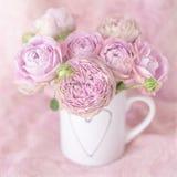 Härliga rosa rosblommor arkivfoto