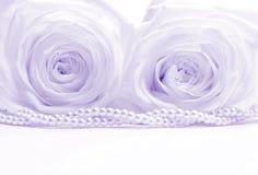 Härliga rosor med pärlor som tonas som bröllopbakgrund Mjukt f Arkivfoto