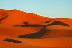 Härliga Sahara dyn på solnedgången Arkivbild