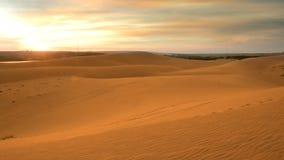 Härliga sanddyn deserterar i Veitnam, landskapbild i solnedgångtiden på sommarsäsongen royaltyfri foto