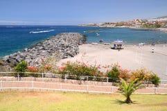 Härliga sandiga Playa de Torviscas i Adeje på Tenerife fotografering för bildbyråer