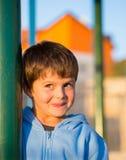 Härliga sex åriga pojkeskratt Royaltyfria Bilder