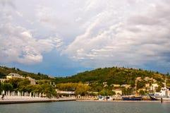 Härliga sikter av stranden med skepp i Portoroz Slovenien Arkivbild