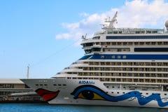Härliga skepp och kryssningeyeliner Arkivbilder
