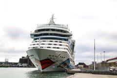 Härliga skepp och kryssningeyeliner Royaltyfria Bilder
